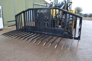 14ft Folding Silage Forks SR009
